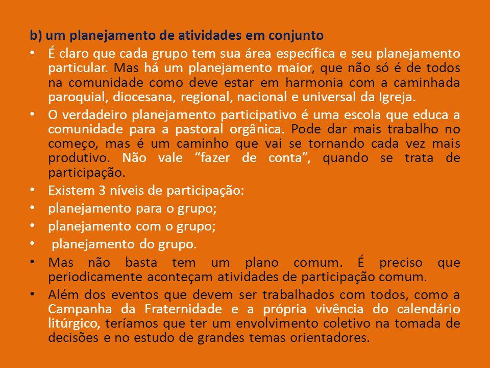 b) um planejamento de atividades em conjunto É claro que cada grupo tem sua área específica e seu planejamento particular. Mas há um planejamento maio