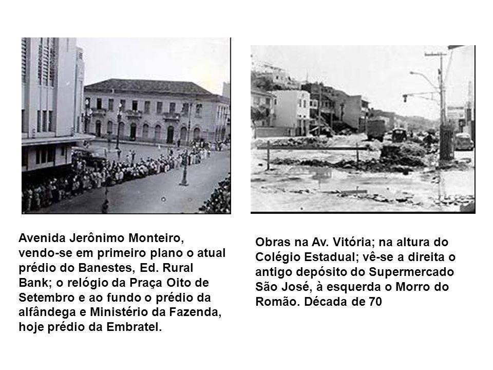 Rua Barão de Monjardim - ao fundo o chafariz de acesso à Gruta da Onça (com portal construído em 1928), onde era localizada a entrada do orquidário da
