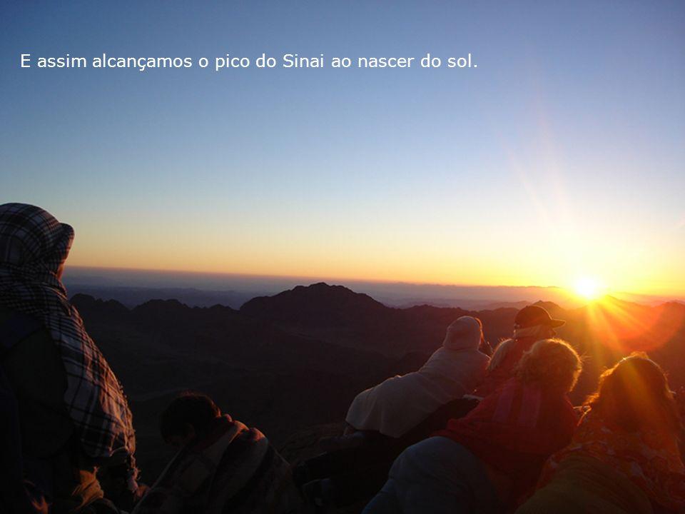 E assim alcançamos o pico do Sinai ao nascer do sol.