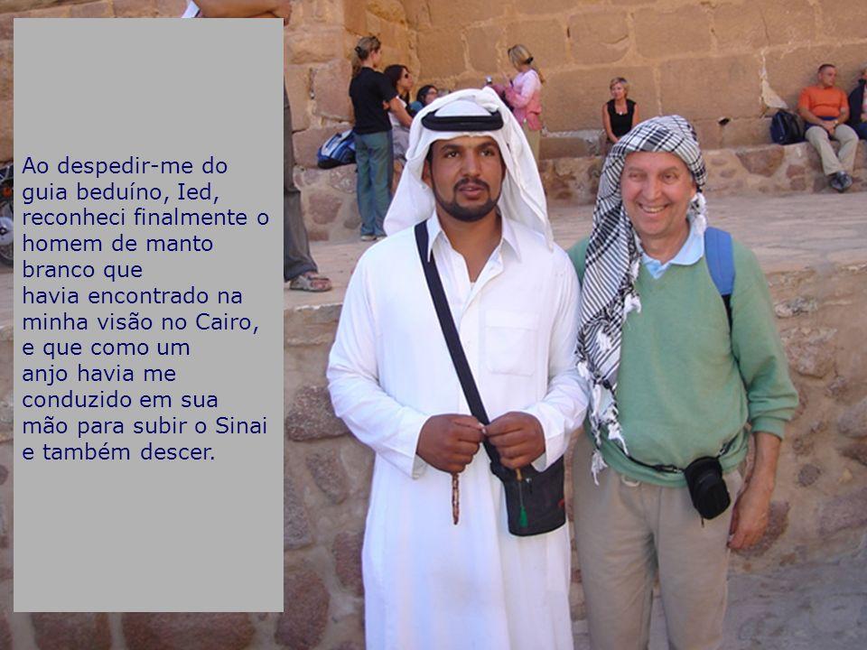 Ao despedir-me do guia beduíno, Ied, reconheci finalmente o homem de manto branco que havia encontrado na minha visão no Cairo, e que como um anjo hav