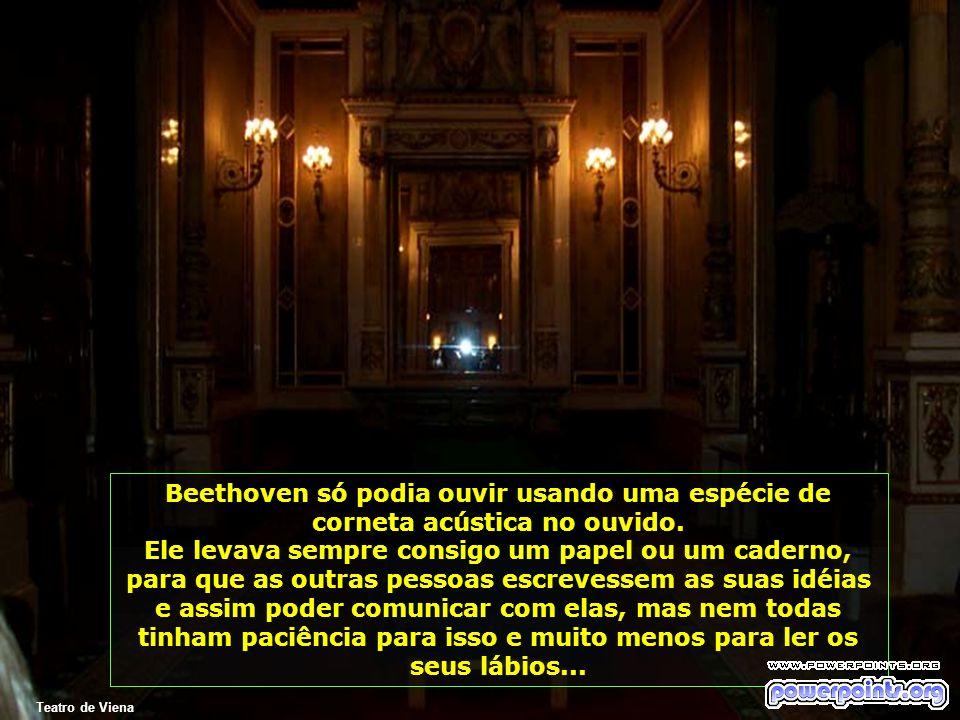 Teatro de Viena Beethoven só podia ouvir usando uma espécie de corneta acústica no ouvido.