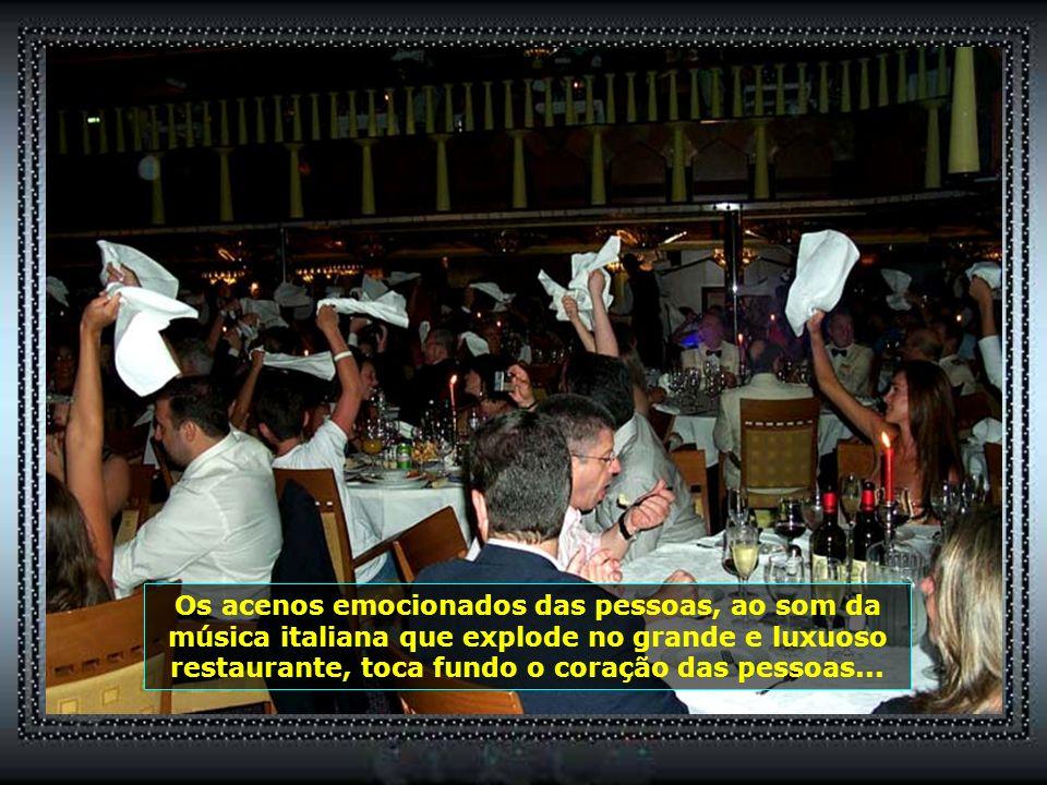 Após o baile, a grande festa, o esperado Jantar do Comandante que enlouquece de vez o público...