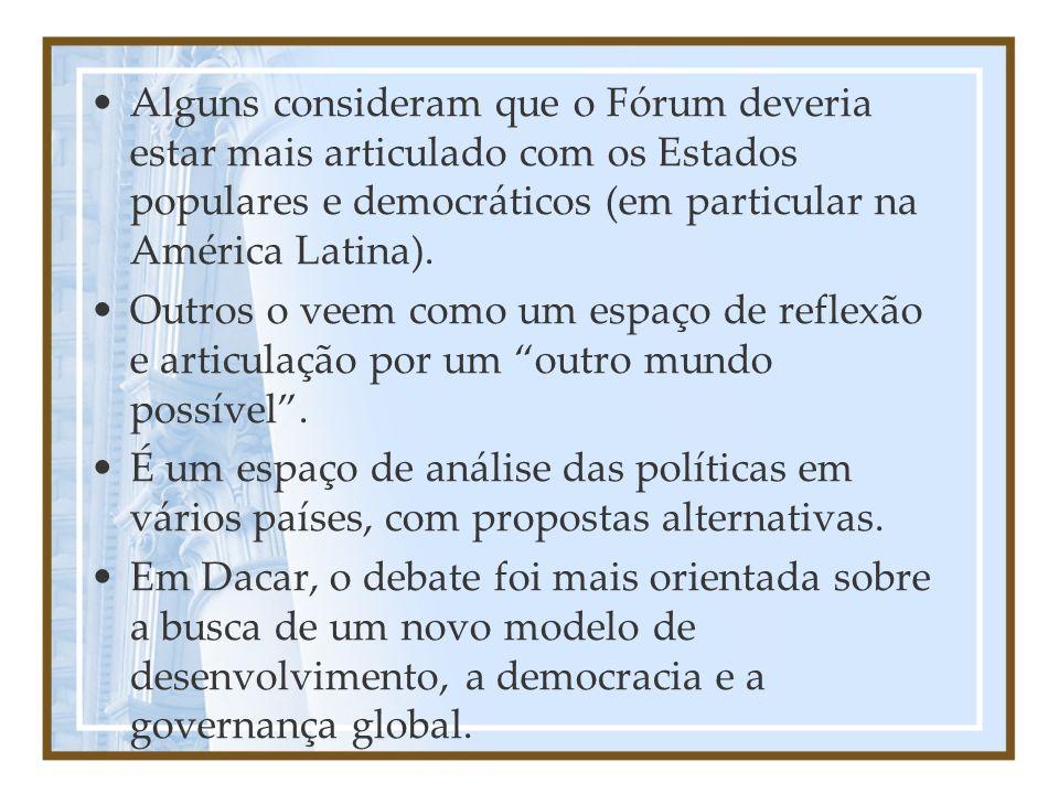 Alguns consideram que o Fórum deveria estar mais articulado com os Estados populares e democráticos (em particular na América Latina). Outros o veem c