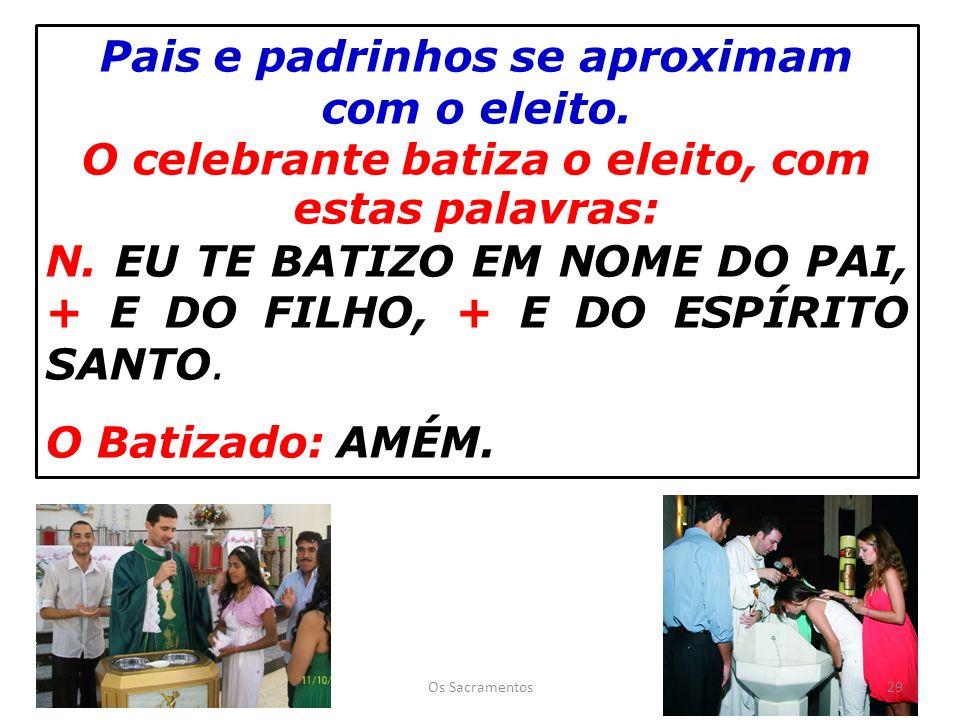 Pais e padrinhos se aproximam com o eleito.O celebrante batiza o eleito, com estas palavras: N.