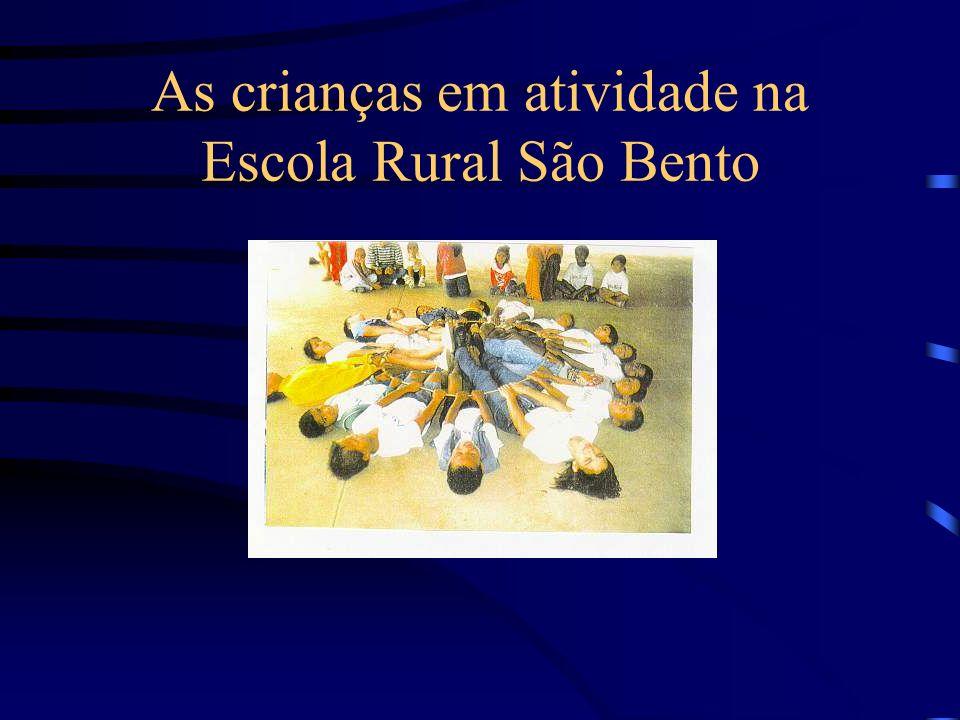 As crianças em atividade na Escola Rural São Bento