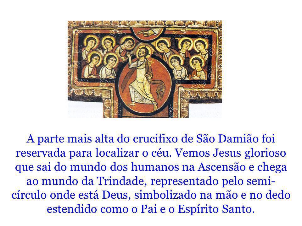 A parte mais alta do crucifixo de São Damião foi reservada para localizar o céu. Vemos Jesus glorioso que sai do mundo dos humanos na Ascensão e chega