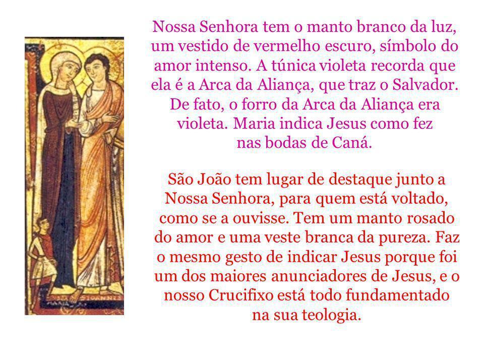 Nossa Senhora tem o manto branco da luz, um vestido de vermelho escuro, símbolo do amor intenso. A túnica violeta recorda que ela é a Arca da Aliança,