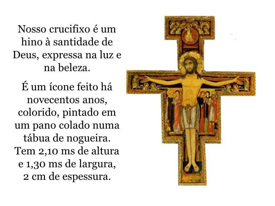 Nosso crucifixo é um hino à santidade de Deus, expressa na luz e na beleza. É um ícone feito há novecentos anos, colorido, pintado em um pano colado n