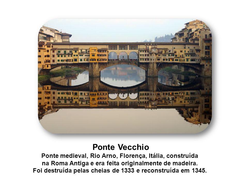 Ponte Vecchio Ponte medieval, Rio Arno, Florença, Itália, construída na Roma Antiga e era feita originalmente de madeira. Foi destruída pelas cheias d