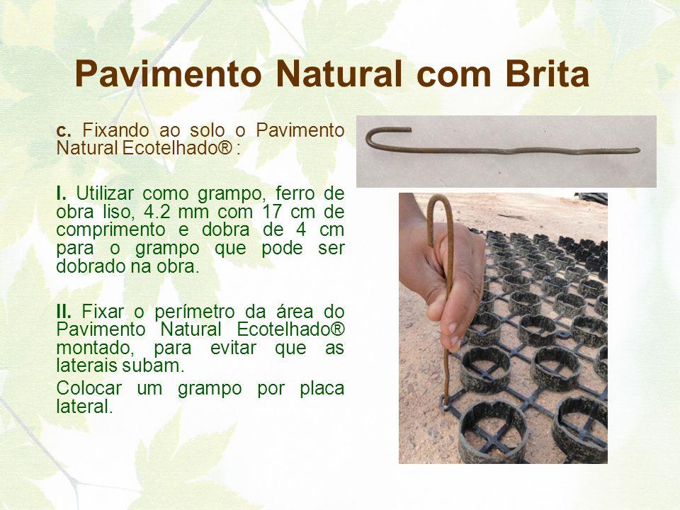 c. Fixando ao solo o Pavimento Natural Ecotelhado® : I. Utilizar como grampo, ferro de obra liso, 4.2 mm com 17 cm de comprimento e dobra de 4 cm para