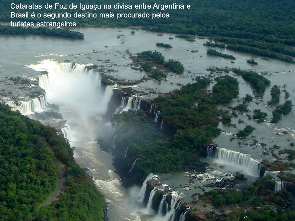 Cataratas de Foz de Iguaçu na divisa entre Argentina e Brasil é o segundo destino mais procurado pelos turistas estrangeiros.