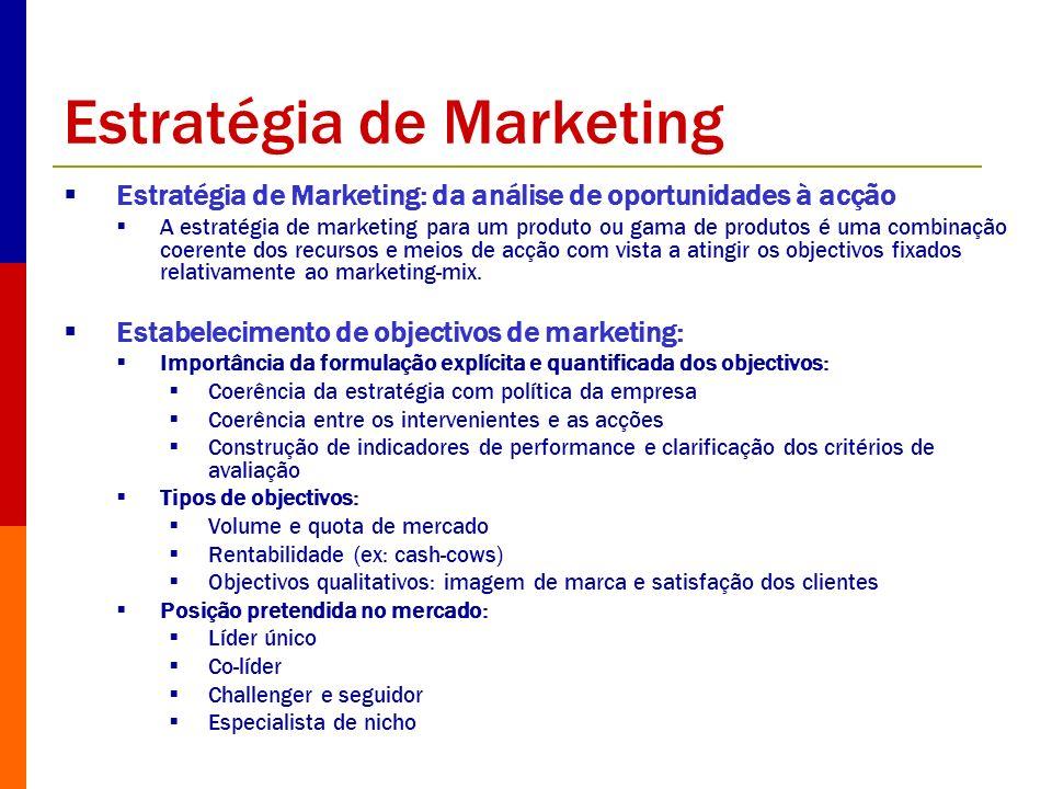 Opções estratégicas de marketing (1) 1) Escolha dos alvos Natureza: consumidores, compradores e prescritores Número e dimensão dos alvos a atingir: estratégia indiferenciada, concentrada, segmentada Critérios de definição dos alvos – v.