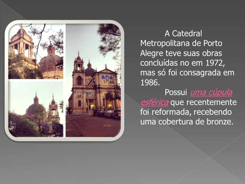 A Fonte Luminosa do Parque Farroupilha foi construída por ocasião da Exposição Comemorativa do Centenário da Revolução Farroupilha, em 1935.