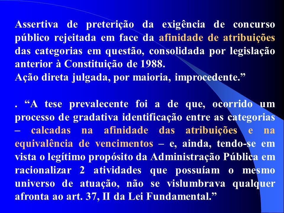 Assertiva de preterição da exigência de concurso público rejeitada em face da afinidade de atribuições das categorias em questão, consolidada por legi