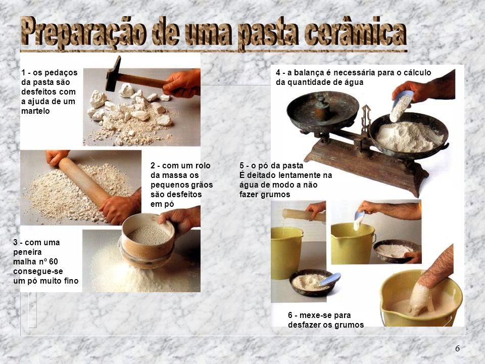 6 1 - os pedaços da pasta são desfeitos com a ajuda de um martelo 2 - com um rolo da massa os pequenos grãos são desfeitos em pó 3 - com uma peneira m