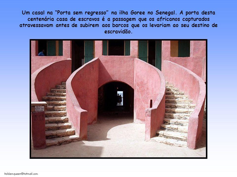 holdemqueen@hotmail.com Peruanos trabalhando nas Maras. Considerado um tesouro inca escondido, oferece beleza histórica e natural semelhante ao mundia