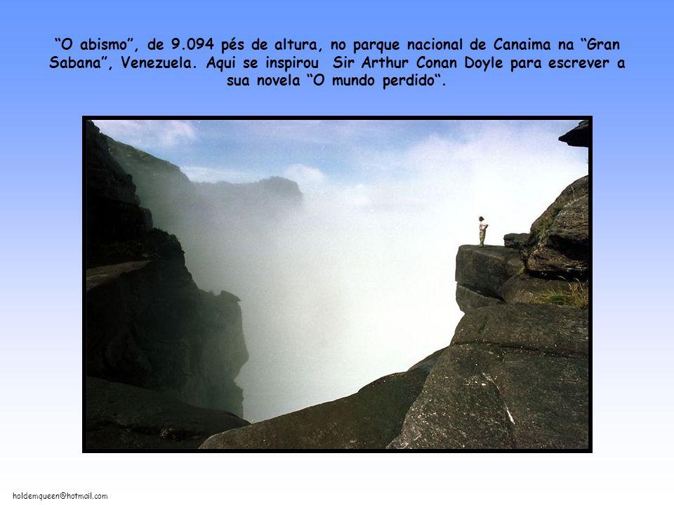 holdemqueen@hotmail.com O abismo, de 9.094 pés de altura, no parque nacional de Canaima na Gran Sabana, Venezuela.