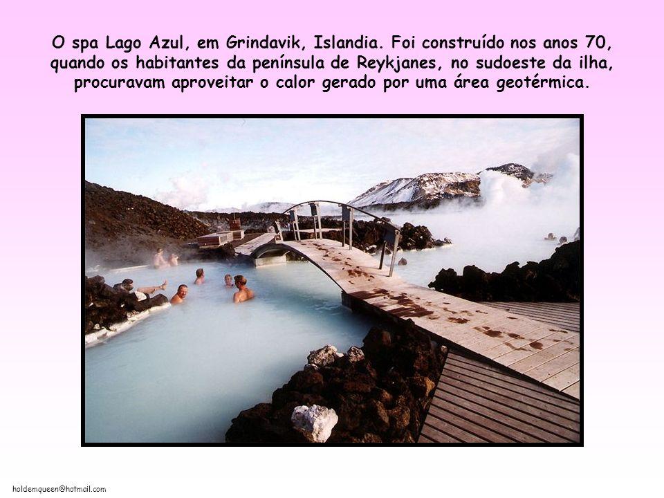 holdemqueen@hotmail.com O spa Lago Azul, em Grindavik, Islandia.