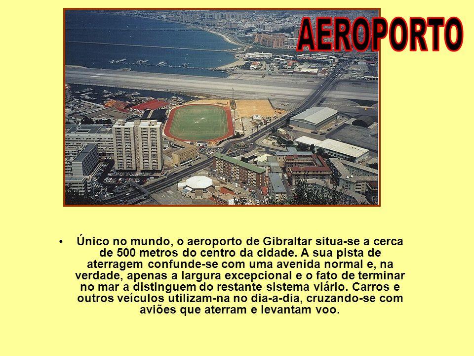 Vista da cidade e da pista do aeroporto de GIBRALTAR