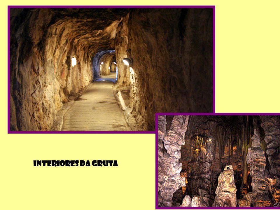 GRUTA DE SÃO MIGUEL Localizada há mais de 300 ms sob o nível do mar, foi habitada no período Neolítico.