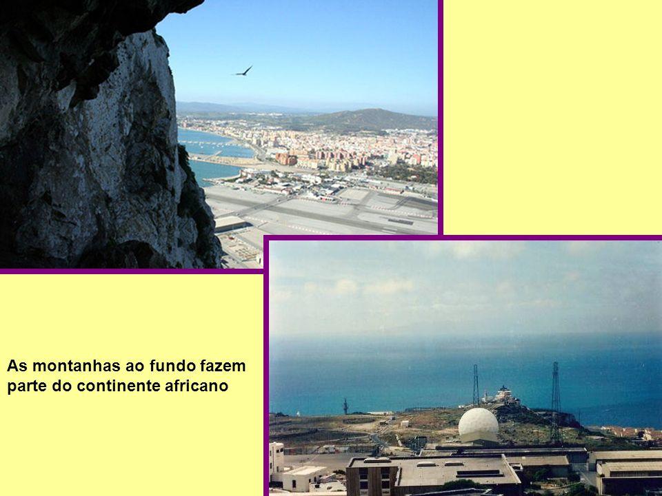 As montanhas ao fundo fazem parte do continente africano