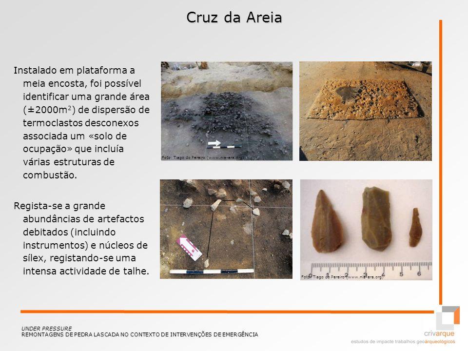 Cruz da Areia Instalado em plataforma a meia encosta, foi possível identificar uma grande área (±2000m 2 ) de dispersão de termoclastos desconexos ass