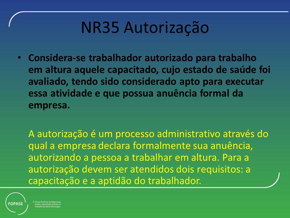 NR35 Autorização Considera-se trabalhador autorizado para trabalho em altura aquele capacitado, cujo estado de saúde foi avaliado, tendo sido consider