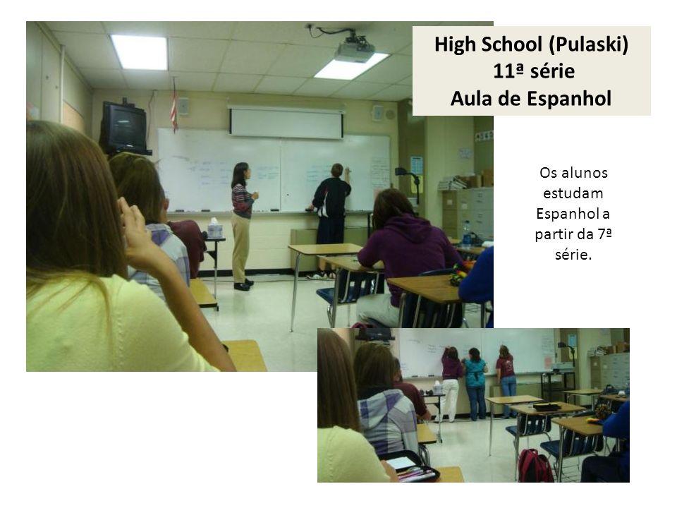 High School (Pulaski) 11ª série Aula de Espanhol Os alunos estudam Espanhol a partir da 7ª série.