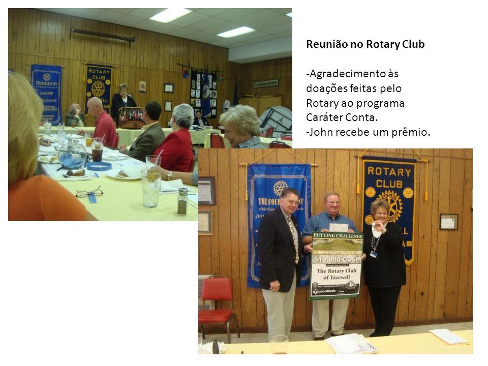 Reunião no Rotary Club -Agradecimento às doações feitas pelo Rotary ao programa Caráter Conta. -John recebe um prêmio.