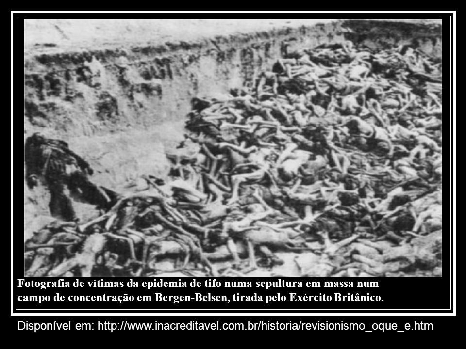 Fotografia de vítimas da epidemia de tifo numa sepultura em massa num campo de concentração em Bergen-Belsen, tirada pelo Exército Britânico. Disponív