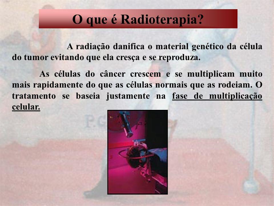 O que é Radioterapia? A radiação danifica o material genético da célula do tumor evitando que ela cresça e se reproduza. As células do câncer crescem