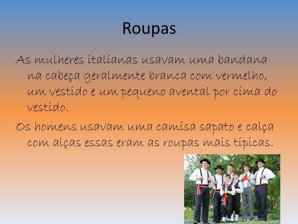 Roupas As mulheres italianas usavam uma bandana na cabeça geralmente branca com vermelho, um vestido e um pequeno avental por cima do vestido. Os home