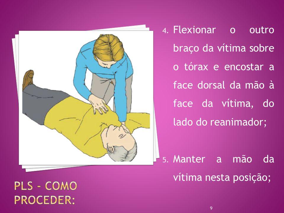 4. Flexionar o outro braço da vítima sobre o tórax e encostar a face dorsal da mão à face da vítima, do lado do reanimador; 5. Manter a mão da vítima