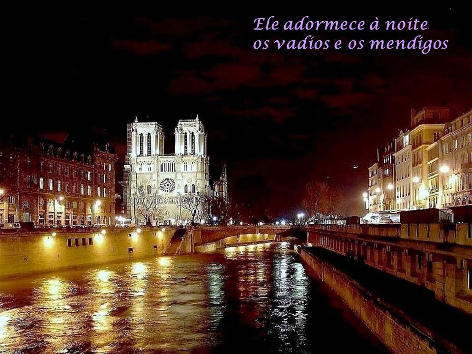 Sob o céu de Paris Corre um alegre rio Hum