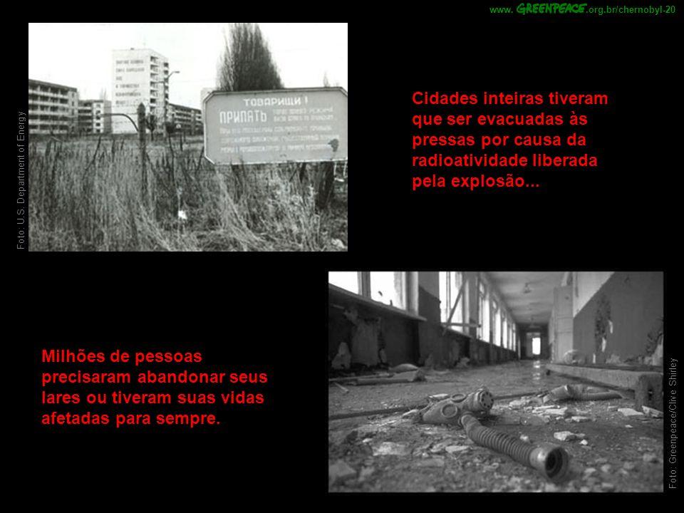 Cidades inteiras tiveram que ser evacuadas às pressas por causa da radioatividade liberada pela explosão... Milhões de pessoas precisaram abandonar se