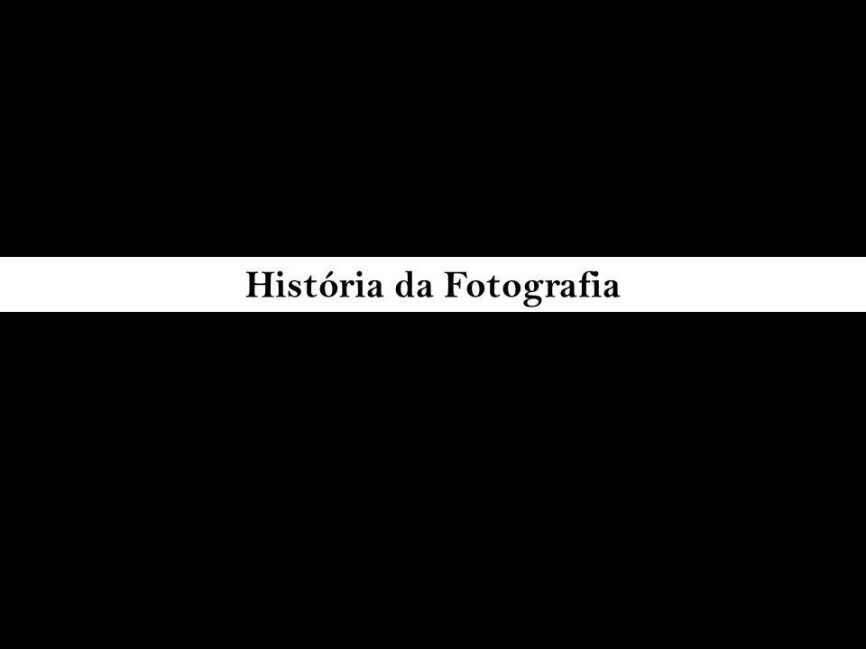 DESENVOLVIMENTO DA FOTOGRAFIA pinturas de cenas rupestres século XVI século XVII Nièpce em 1826 (heliografia) Daquerre 1839 (daquerreótipo) Hercule Florence (Brasil, 1833), Hippolyte Bayard (França, maio de 1839), Henri Fox-Talbot (Inglaterra, janeiro de 1839 1840, calótipo ou talbótipo, Scott Archer os negativos em colódio Richard Leach Maddox emulsão em gelatina em 1871 George Eastman Kodak N.º 1 em 1888 século XIX Uso de máquinas de desenhar Câmera lúcida descobertas isoladas da fotografia ao mesmo tempo século XX Autochrome(1907), Kodachrome(1935), Ektachrome (1942), Cibachrome(1963), Fotografia instantânea Polaroid (1963), Tecnologia digital (1990) tecnologias aprimoradas Pré-história