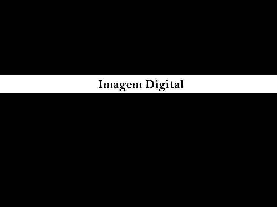 um subproduto da guerra fria e da exploração espacial cientistas desenvolvem uma maneira de enviar imagens captadas em locais distantes para a terra ponto de imagem ( pixel ) é transformado em números e depois em impulsos elétricos transmitidos imagens eram digitalizadas na resolução de 800X800 pixels totalizando 640.000 elementos de imagem Final dos anos 80 – primeiros programas de editoração de imagens como o Photoshop, Letraset e outros primeiras digitais chegaram ao mercado no início dos anos 90 no padrão profissional Final dos anos 90 tornam-se acessíveis para os amadores com diversos lançamentos efetivados pelas grandes fabricantes