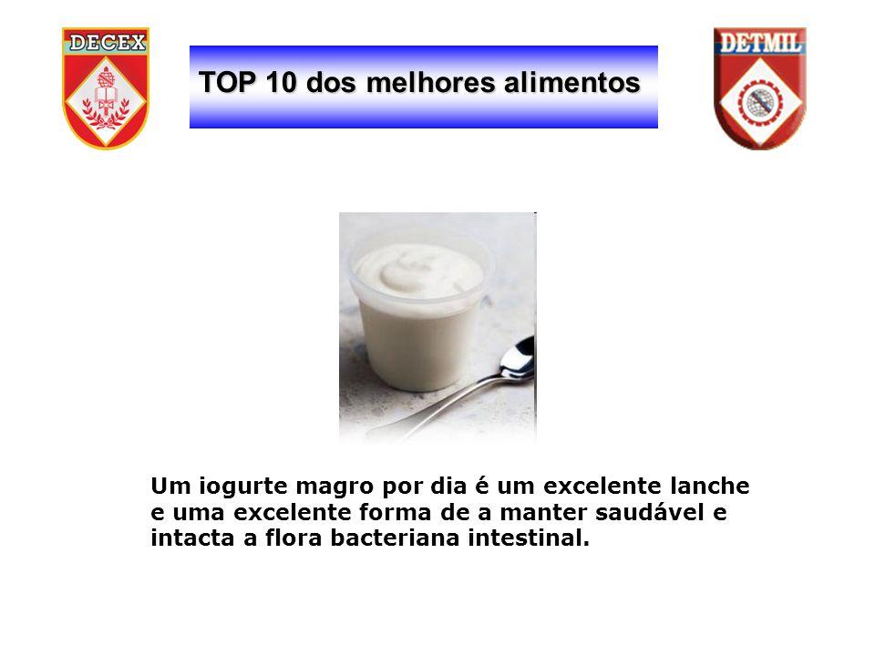 TOP 10 dos melhores alimentos Um iogurte magro por dia é um excelente lanche e uma excelente forma de a manter saudável e intacta a flora bacteriana intestinal.