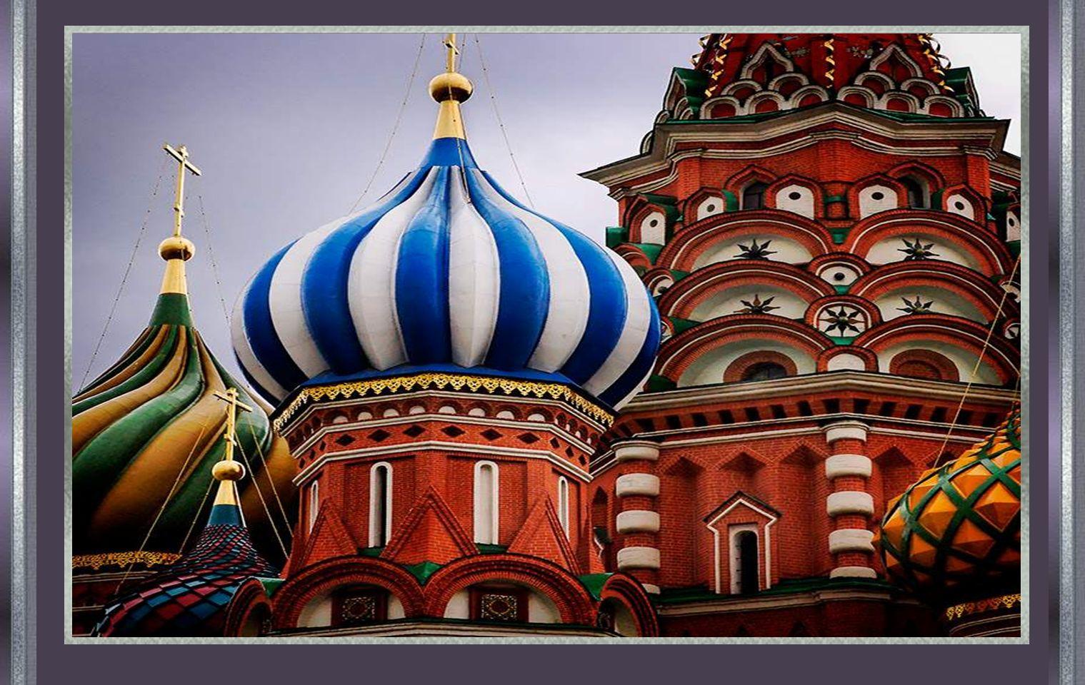 Segundo a lenda, Ivan mandou tirar os olhos ao arquitecto que a construíu, para que não pudesse fazer outra igual ou melhor.