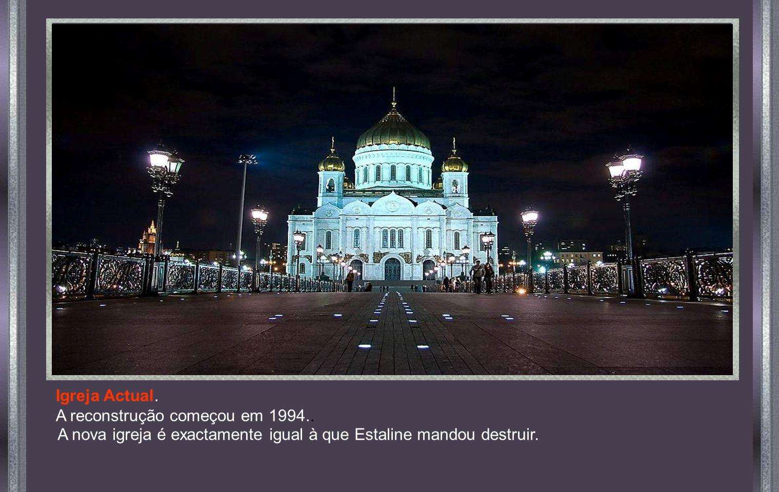 Fotografía oficial Official and original photo Em 5 de Dezembro de 1931, por ordem de Estaline, a igreja foi dinamitada.