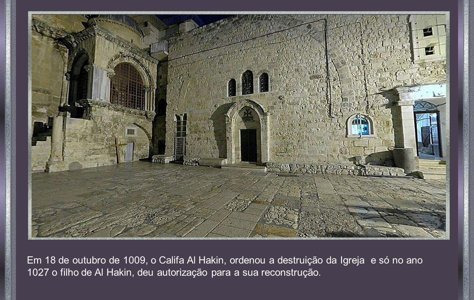Em 18 de outubro de 1009, o Califa Al Hakin, ordenou a destruição da Igreja e só no ano 1027 o filho de Al Hakin, deu autorização para a sua reconstrução.