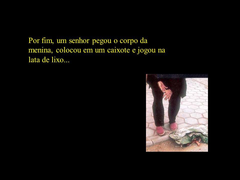 Por fim, um senhor pegou o corpo da menina, colocou em um caixote e jogou na lata de lixo...
