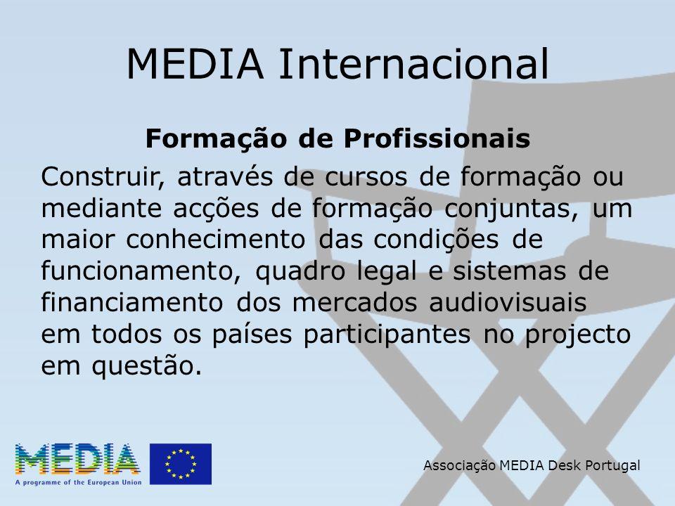 Associação MEDIA Desk Portugal MEDIA Internacional Formação de Profissionais Construir, através de cursos de formação ou mediante acções de formação conjuntas, um maior conhecimento das condições de funcionamento, quadro legal e sistemas de financiamento dos mercados audiovisuais em todos os países participantes no projecto em questão.