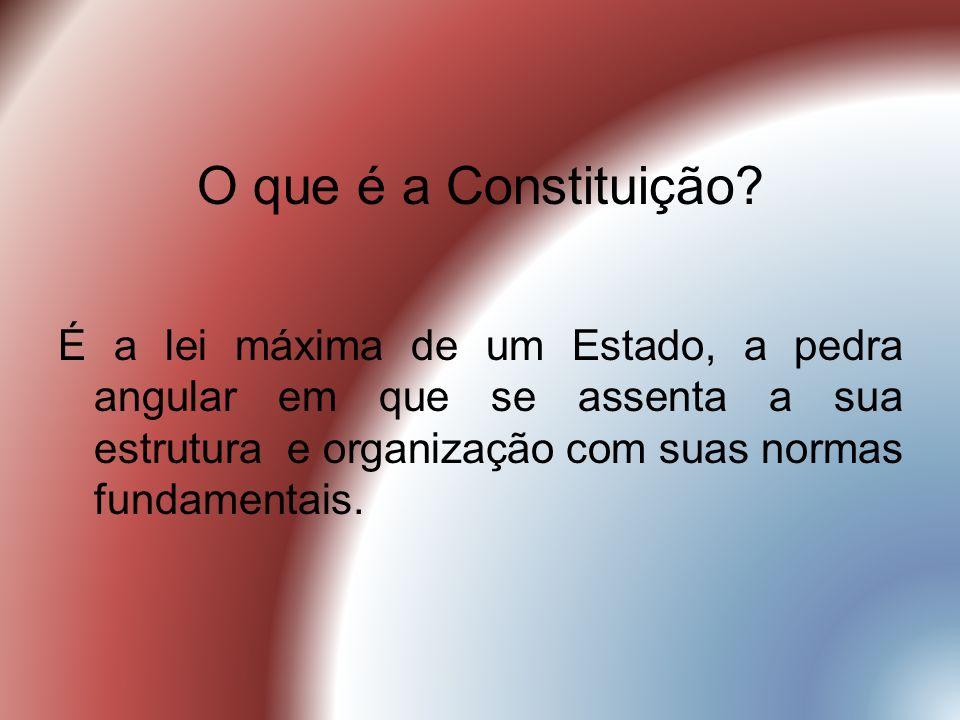 O que é a Constituição? É a lei máxima de um Estado, a pedra angular em que se assenta a sua estrutura e organização com suas normas fundamentais.