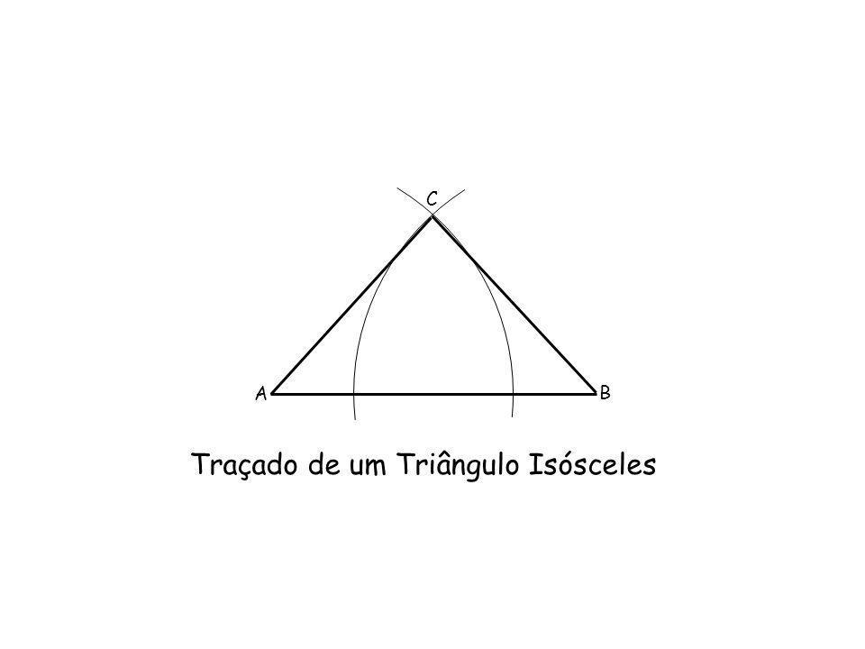 Traçado de um Triângulo Isósceles A B C