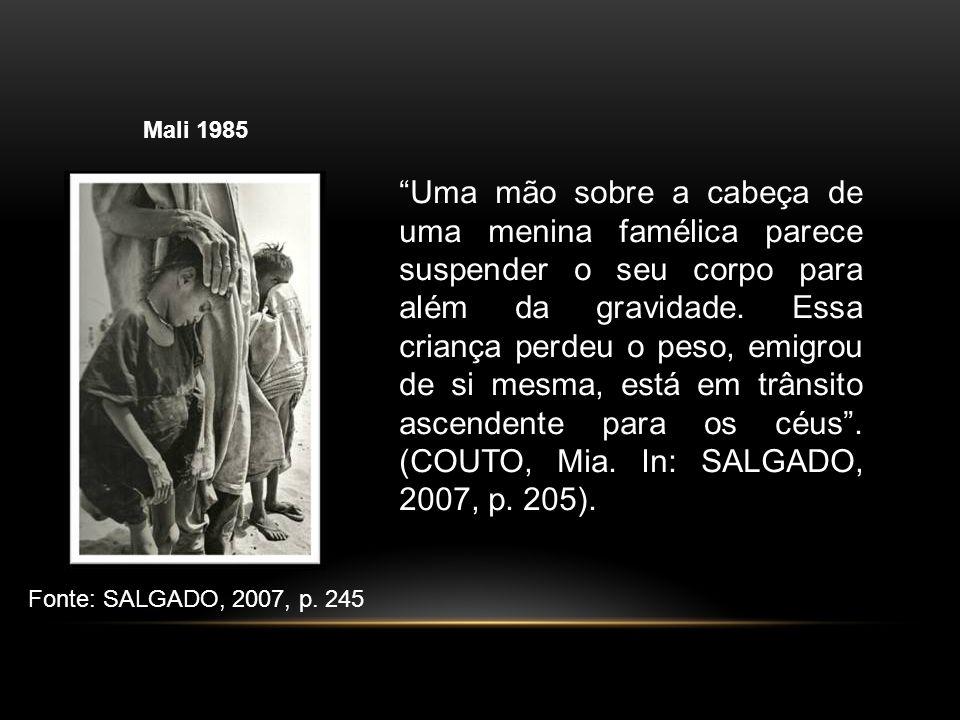 Mali 1985 Fonte: SALGADO, 2007, p. 245 Uma mão sobre a cabeça de uma menina famélica parece suspender o seu corpo para além da gravidade. Essa criança