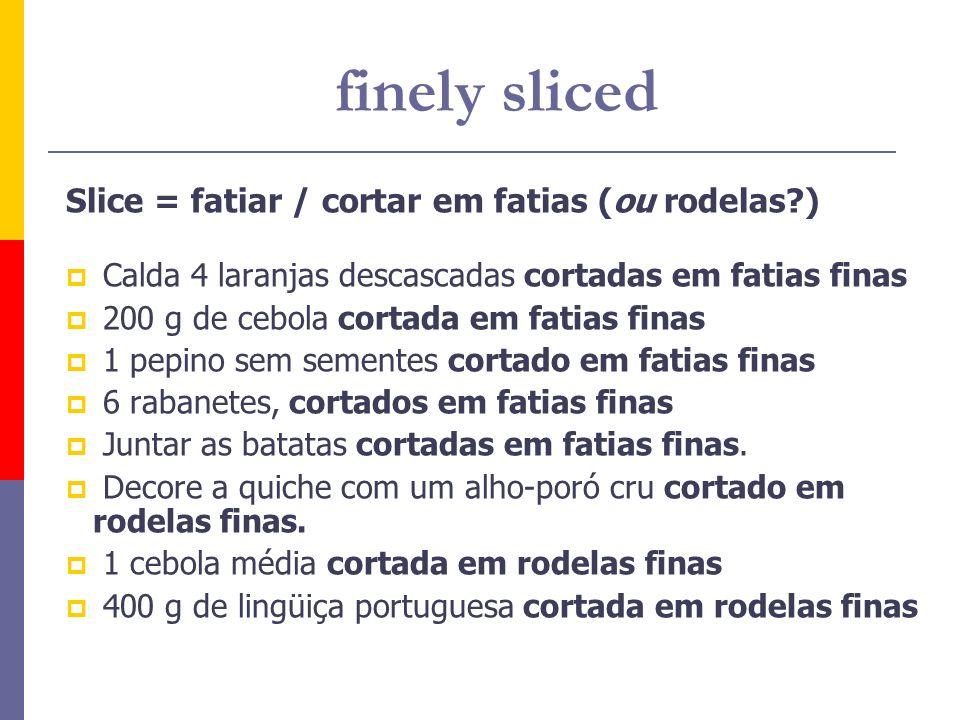 Slice = fatiar / cortar em fatias (ou rodelas?) Calda 4 laranjas descascadas cortadas em fatias finas 200 g de cebola cortada em fatias finas 1 pepino