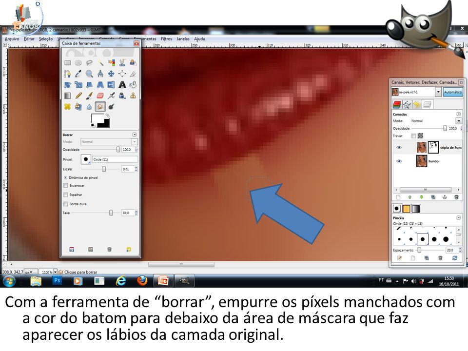Com a ferramenta de borrar, empurre os píxels manchados com a cor do batom para debaixo da área de máscara que faz aparecer os lábios da camada origin