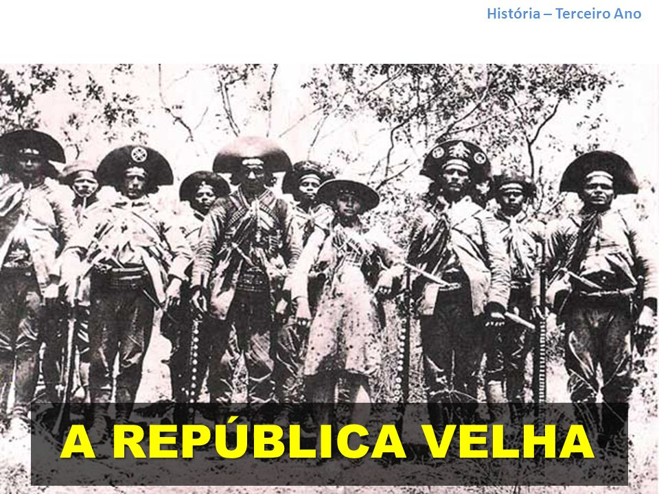 História – Terceiro Ano Greve de 1917 A Grande Greve de 1917 TENSÕES SOCIAIS E REVOLTAS Morte do sapateiro José Martinez, baleado numa manifestação de rua em 9 de julho Ampliação dos protestos, que tomou caráter da primeira greve geral registrada no Brasil Exigências dos manifestantes: aumento salarial, redução de jornada de trabalho, livre associação, anistia a manifestantes presos Promessas do governo e dos industriais não foram cumpridas 1922: fundação do PCB