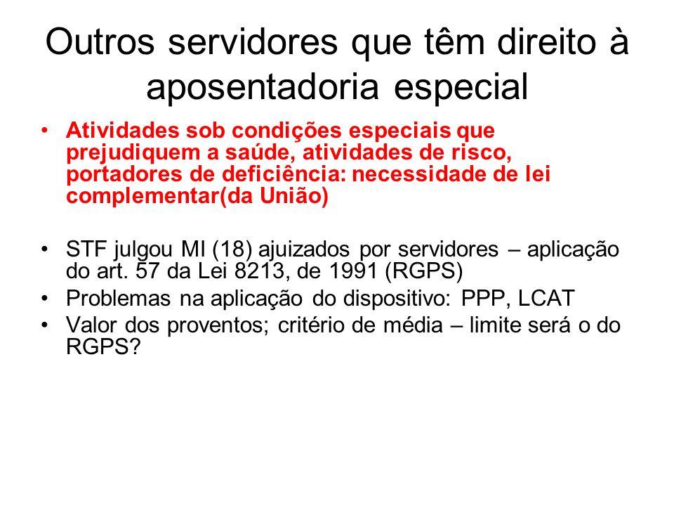 Outros servidores que têm direito à aposentadoria especial Atividades sob condições especiais que prejudiquem a saúde, atividades de risco, portadores de deficiência: necessidade de lei complementar(da União) STF julgou MI (18) ajuizados por servidores – aplicação do art.